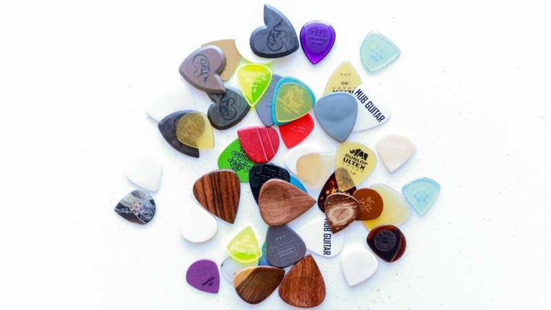 Complete Guide To Guitar Picks