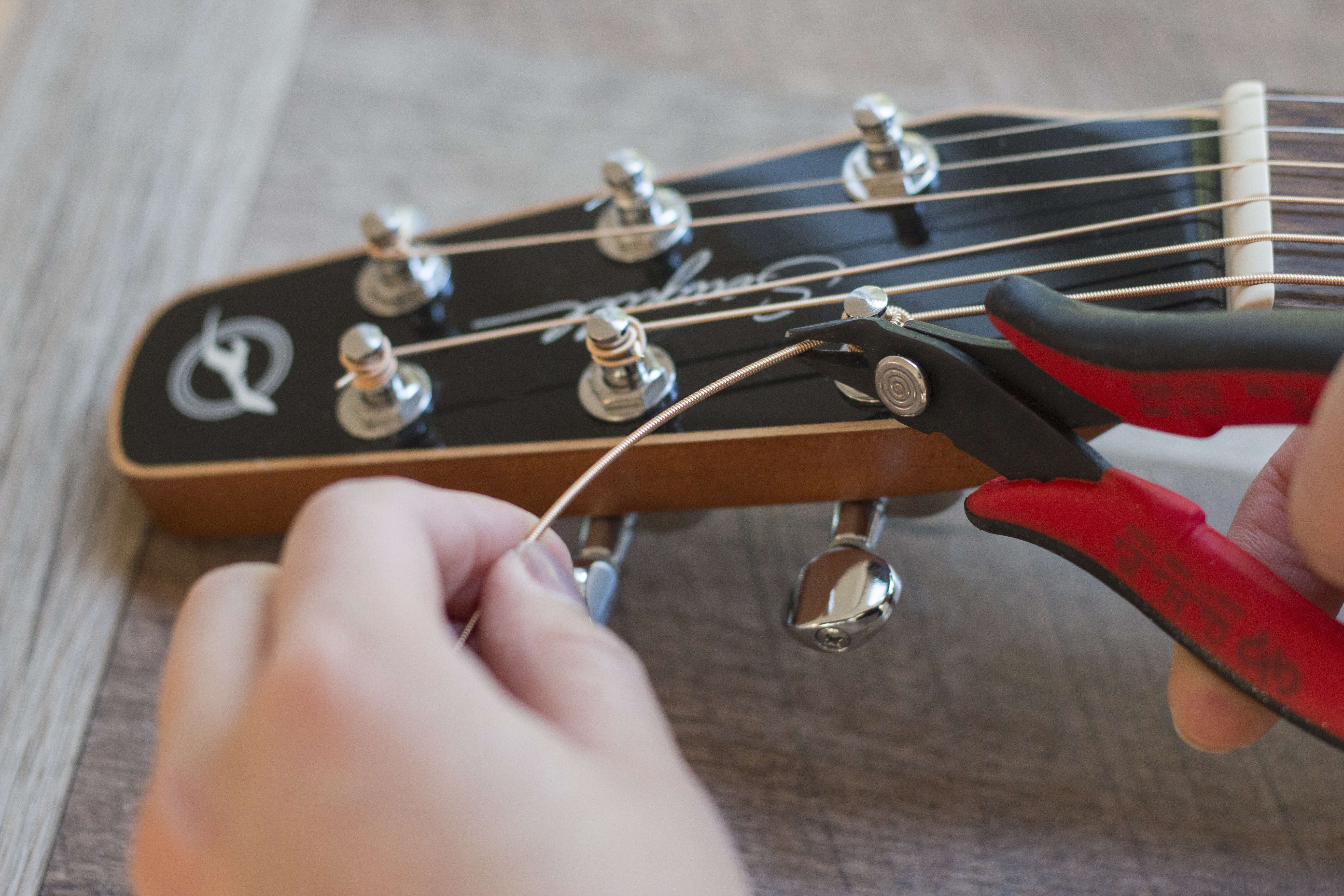 how to change your guitar strings hub guitar. Black Bedroom Furniture Sets. Home Design Ideas