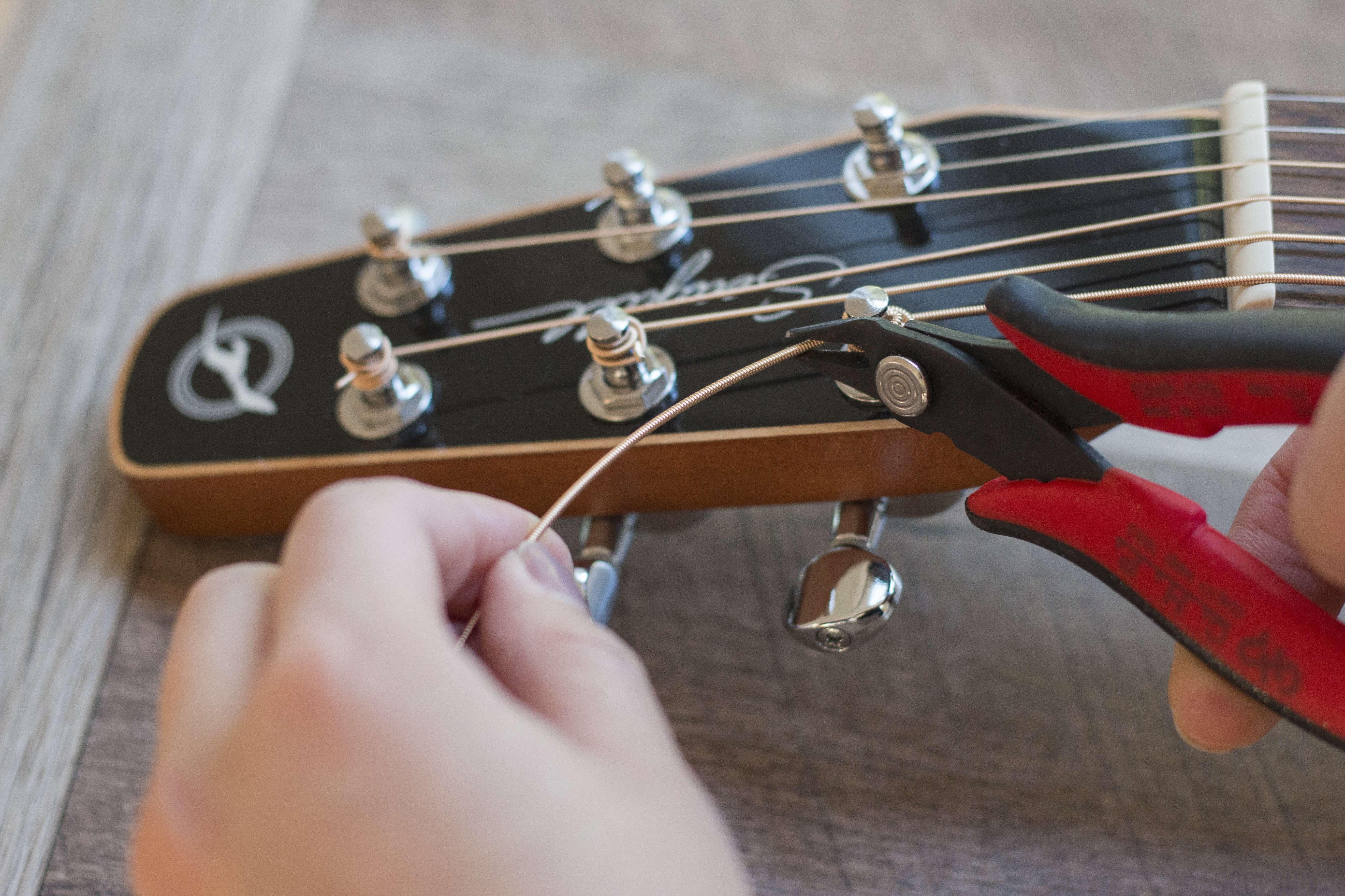 how to change your guitar strings hub guitar. Black Bedroom Furniture Sets. Home Design Ideas